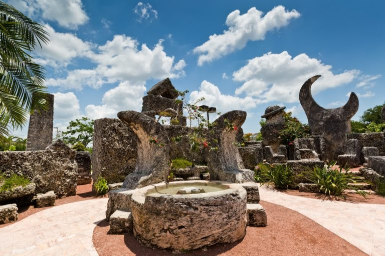 Коралловый замок. Памятник романтической любви без заимности.