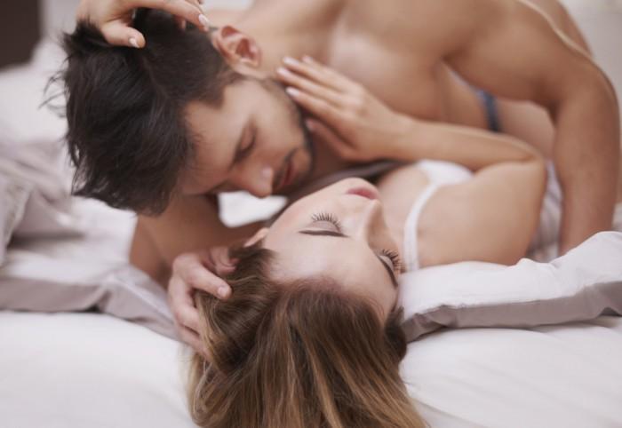 Как понять что парень возбудился и тебя хочет?