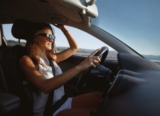 12 упражнений за рулём для красивой фигуры