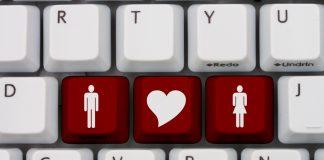Клавиши клавиатуры компьютера с символами мужчины и женщины и сердце