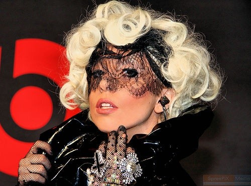 Леди Гага в черной фоте