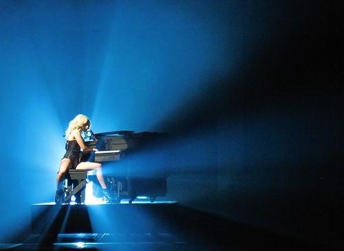 Леди Гага за пианино