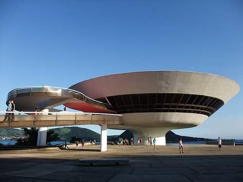 Музей современного искусства Нитерой в Рио