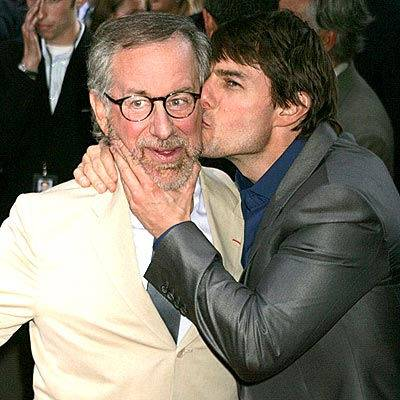 Том Круз целует Стивена Спилберга