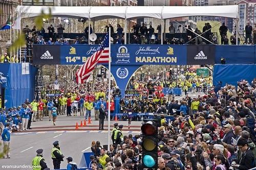 Бостон ежегодный марафон