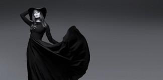 Девушка в черном