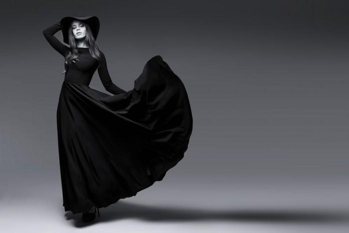 Девушка в чёрном платье фото 521-775