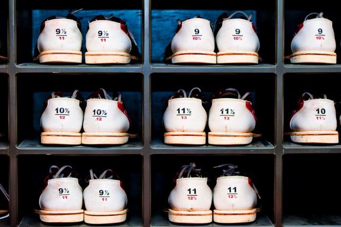 Стеллаж с обувью для боулинга