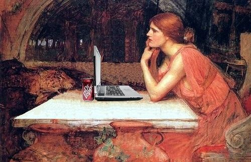 Девушка за ноутбуком ретро