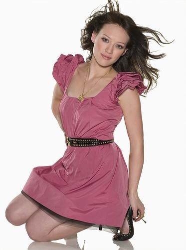 Хилари Дафф в розовом платье