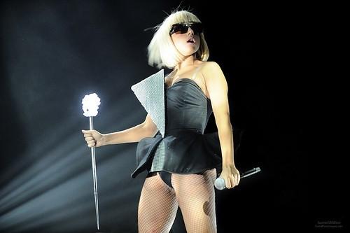 Леди Гага в черном платье