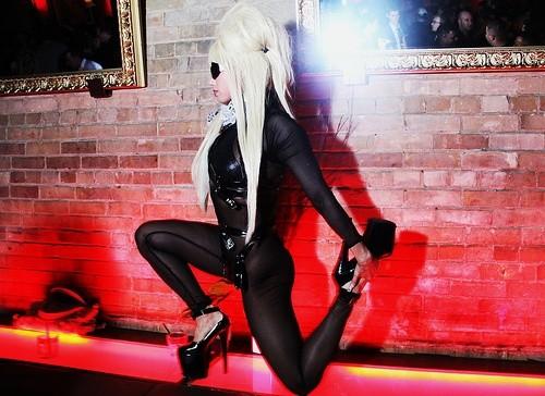 Леди Гага взяла себя за ногу