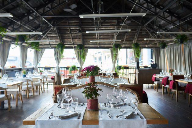 Ресторан Хуторок на Днепре 12 лучших ресторанов в центре Киева 1