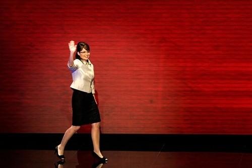 Сара Пэйлин машет рукой