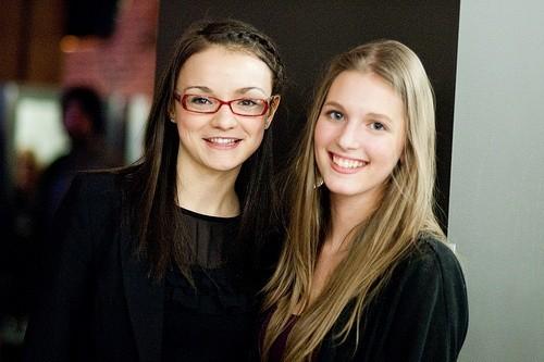 Две молодые женщины