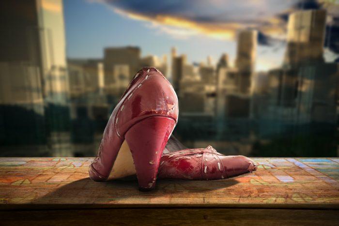 Старые красные туфли