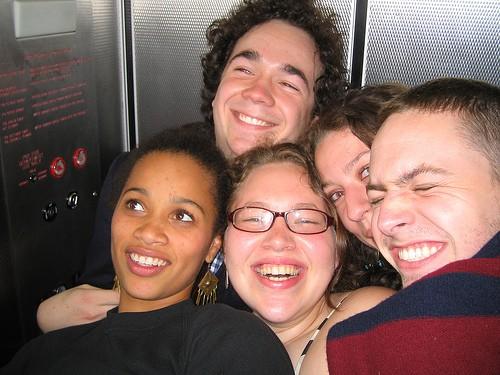 веселая компания в лифте