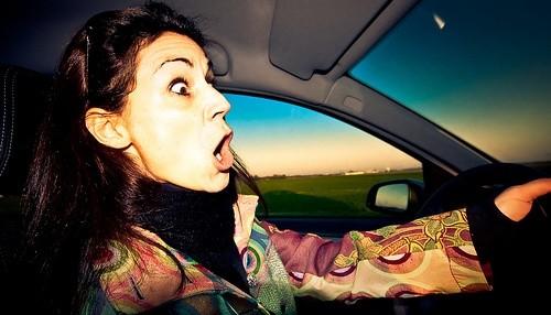 Агрессивная женщина за рулем