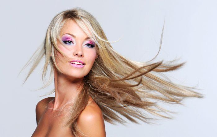 Блондинка с розовыми тенями