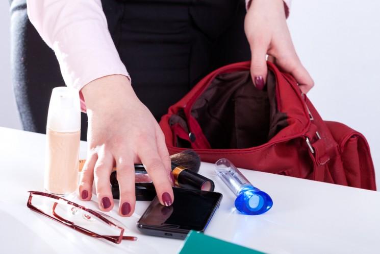 10 вещей, которые всегда должны быть в женской сумочке летом