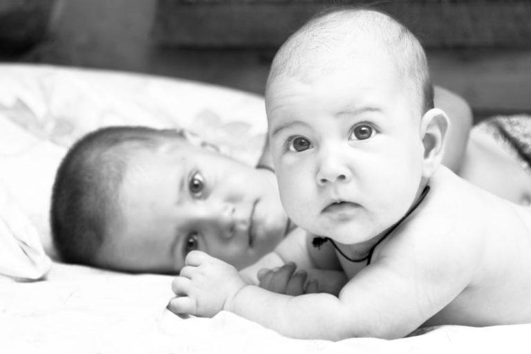 Что делать, если старший ребенок ревнует к младшему
