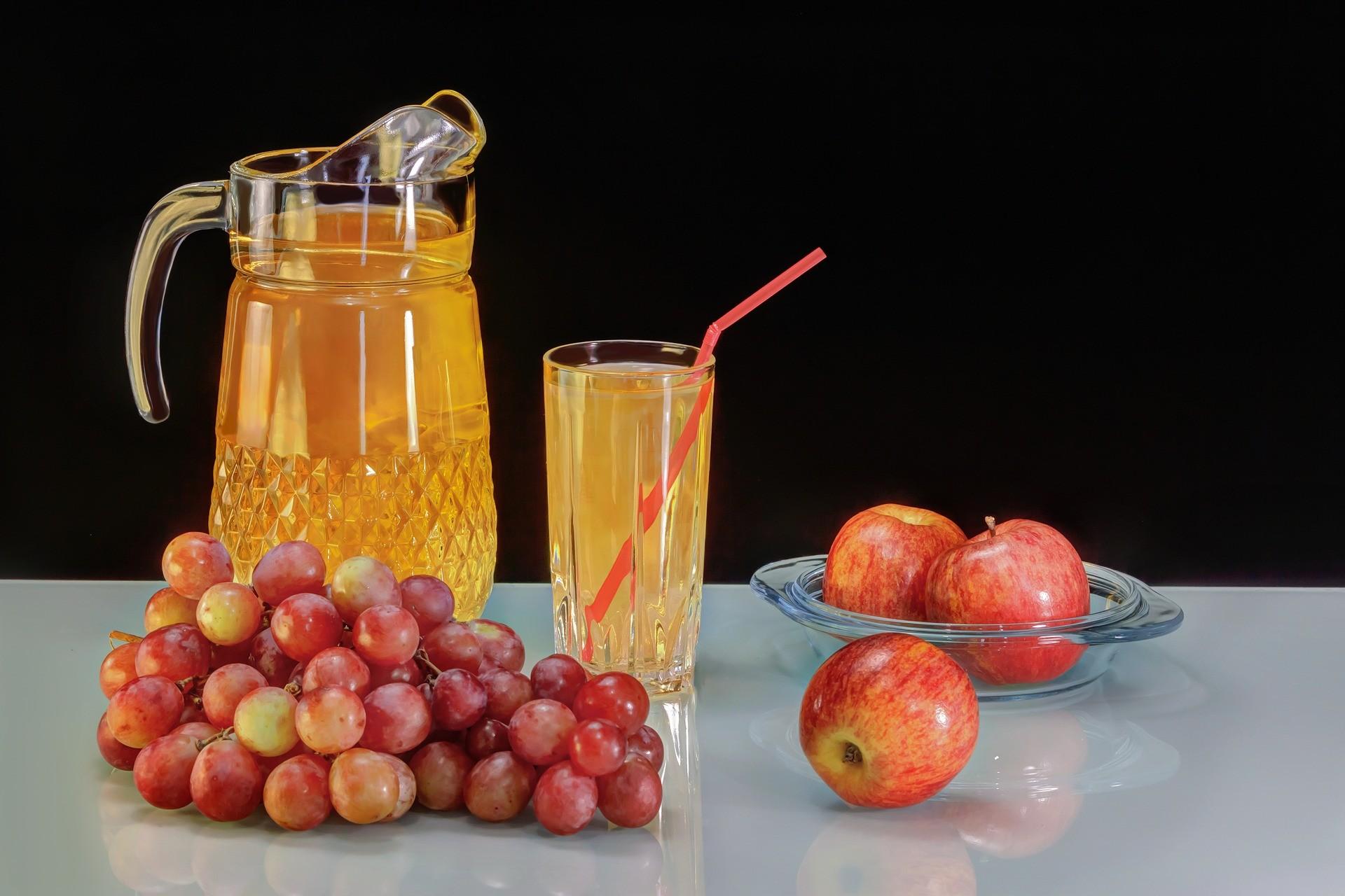 Виноградный, морковный и клубничный соки
