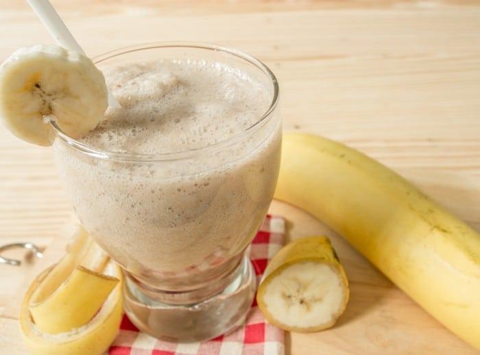 Смузи с арахисовым маслом и бананом
