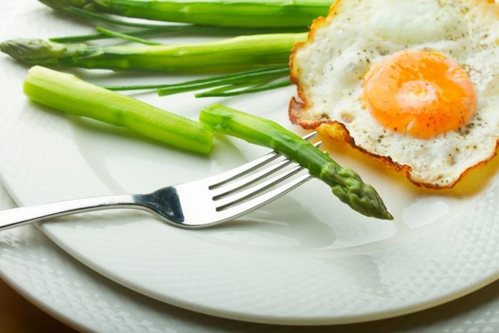 Спаржа и яйцо