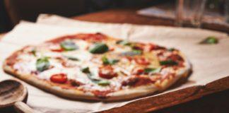 Приготовление и раскатывание теста для пиццы