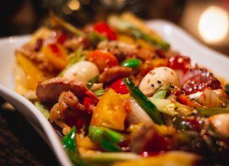 3 видеоролика с вкусными салатами к Новому году