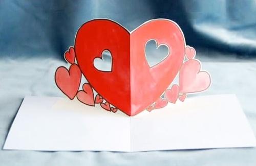 Открытка-валентинка с сердцем внутри