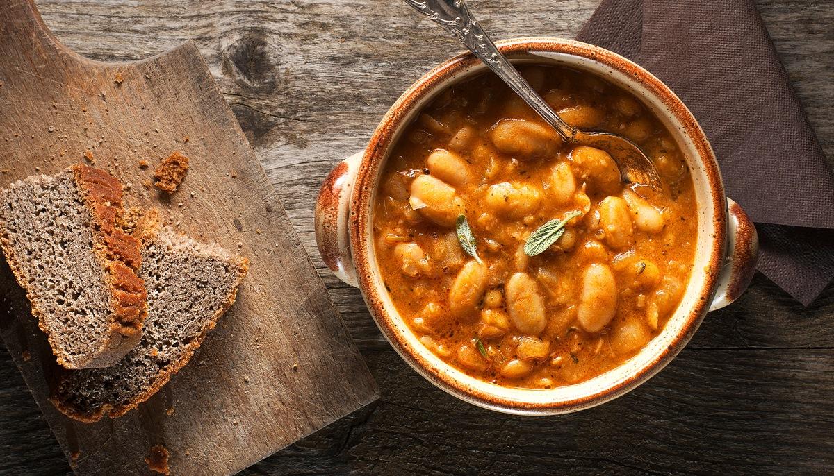 Приготовление рагу с фасолью и грибами