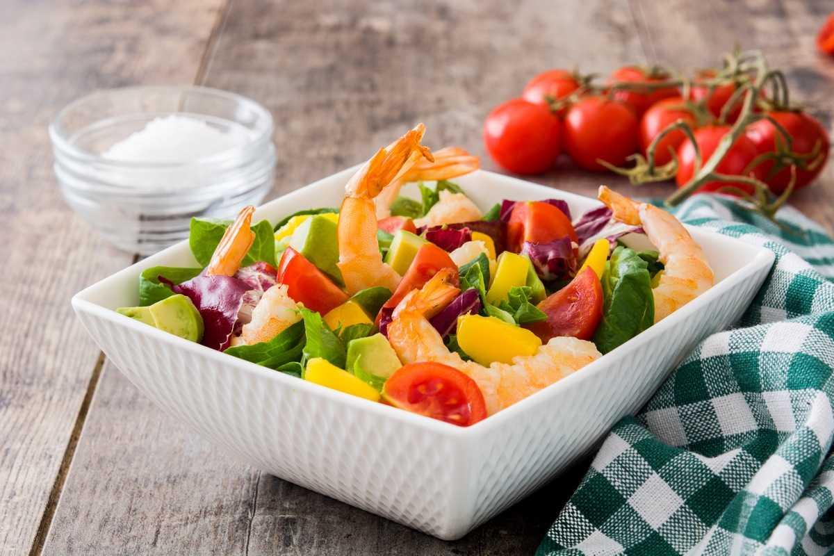 Рецепт салата с креветками и семгой 9 рецептов салата из морепродуктов