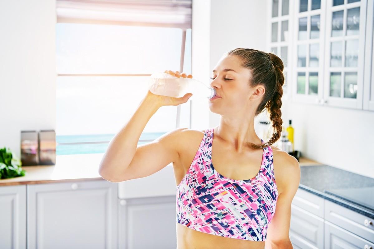 Пей много воды, особенно, когда чувствуешь небольшойголод 65 эффективных способов быстро похудеть