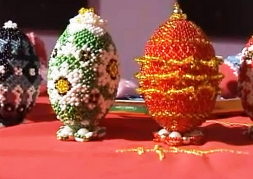 Пасхальные яйца, оплетенные бисером