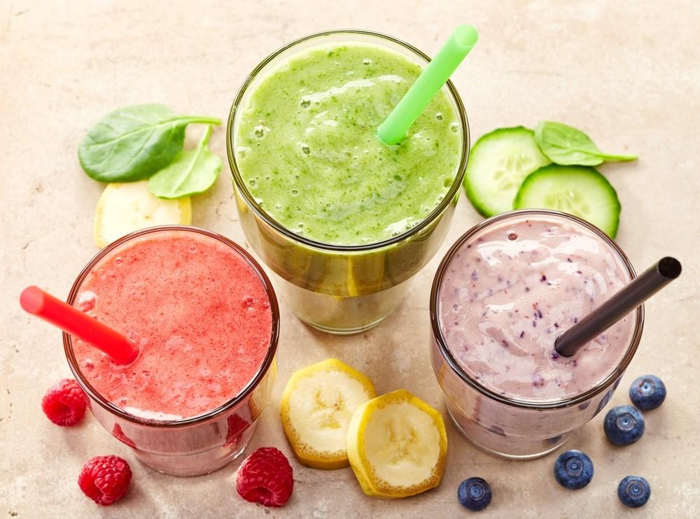 Смузи (молочный коктейль с кусочками фруктов)