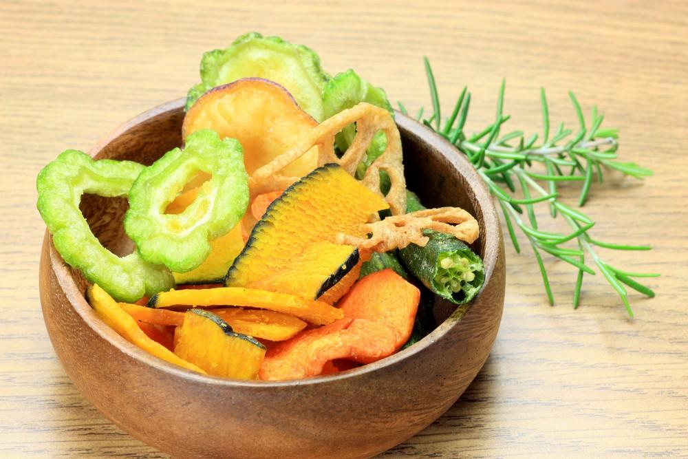 Запеченные овощные чипсы