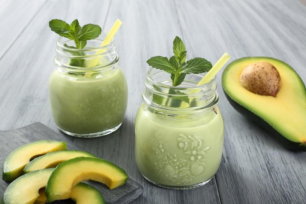 Смузи с малиной и авокадо