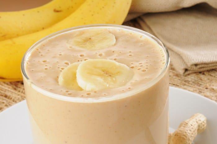 Банановый смузи с арахисовым маслом