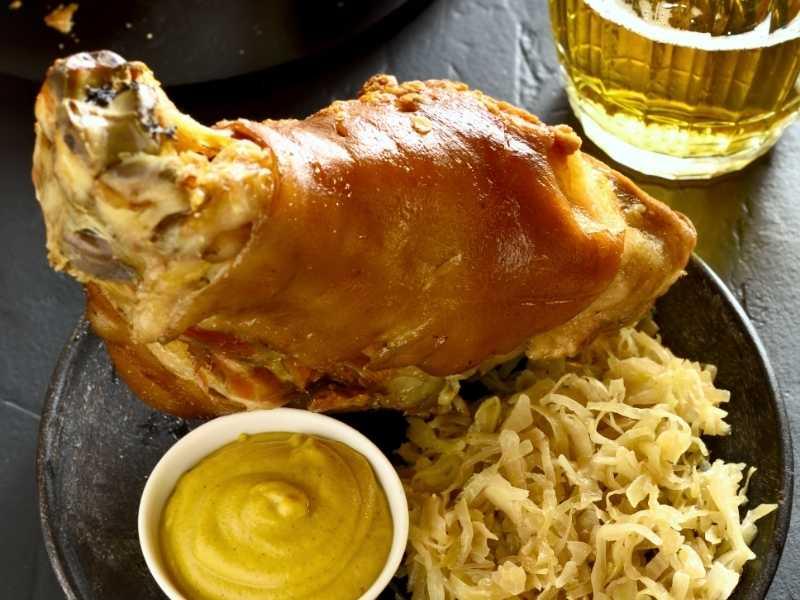 Свиная рулька в пиве