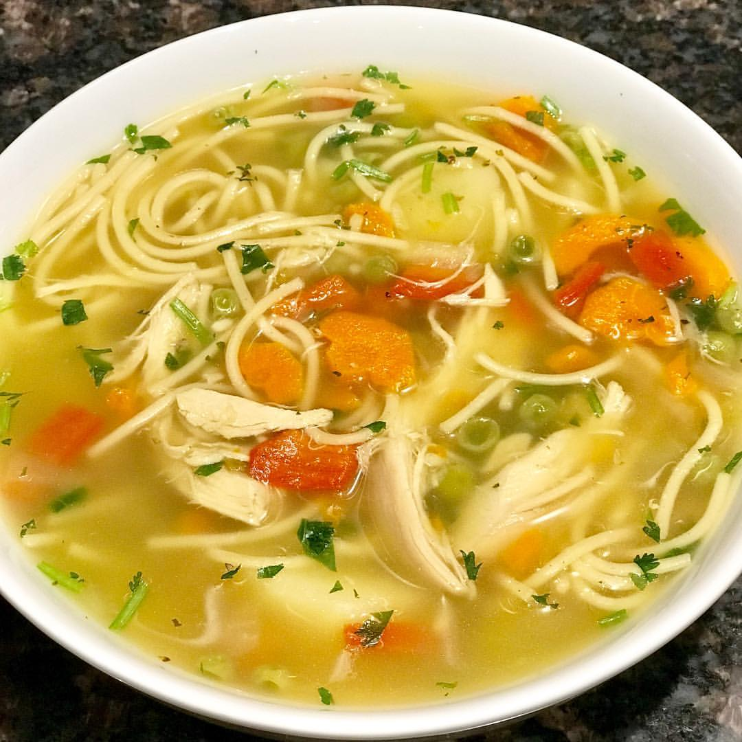 Рецепты фантастически вкусных супов - Куриный суп с лапшой