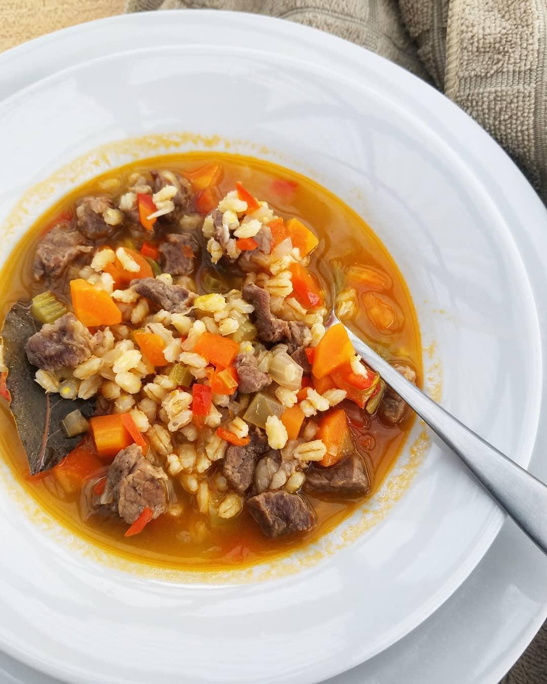 Рецепты фантастически вкусных супов - Суп из говядины, ячменя и грибов