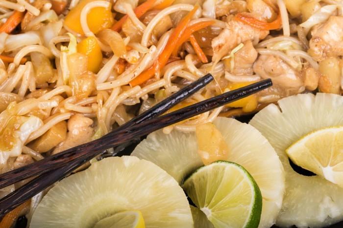 Лапша с тыквой и ананасом
