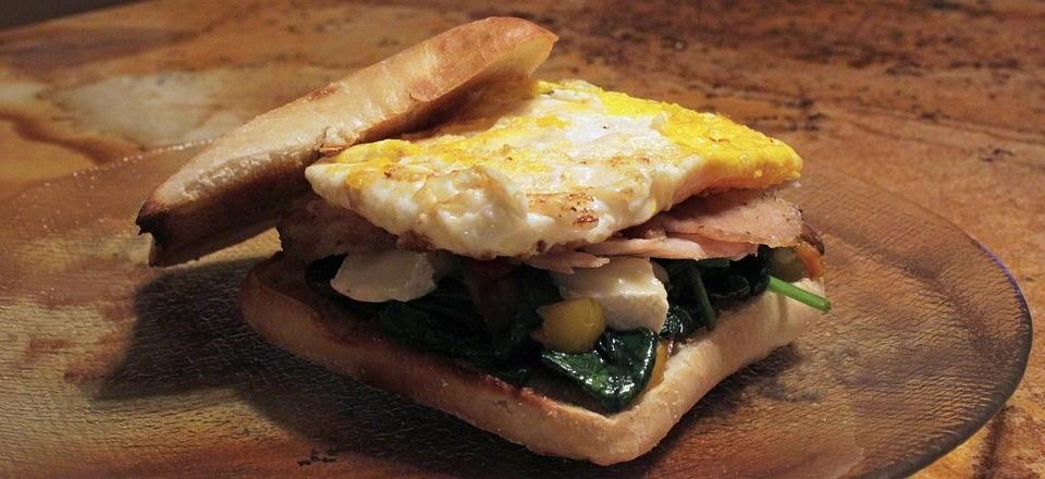 5 самых вкусных рецептов бутербродов Бутерброд с яйцом и ветчиной