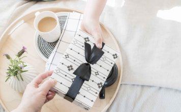 10 лучших подарков для мамы - logo