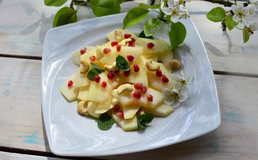 5 чудесных салатов к празднику 14 февраля Грушево гранатовый салат