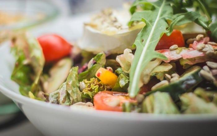 5 простых рецептов питательных салатов - Рыбный салат