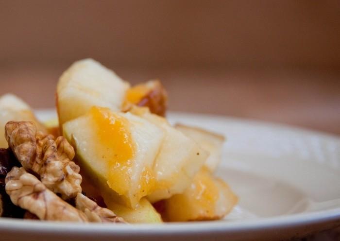 5 простых рецептов питательных салатов - Яблочный салат