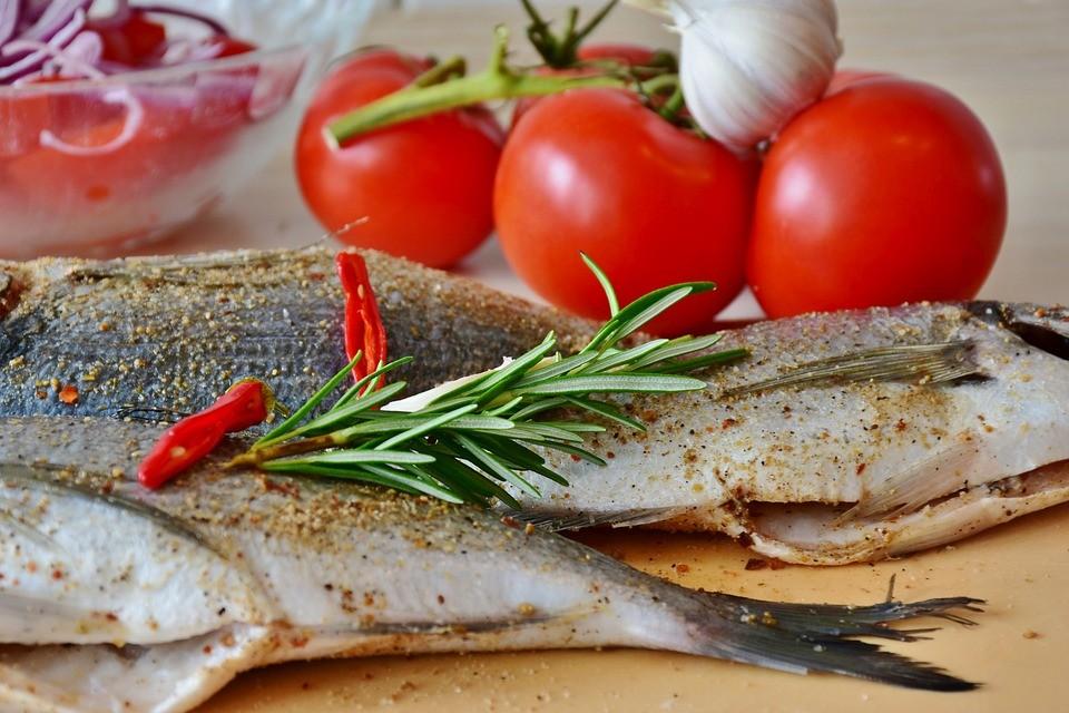 7 простых рецептов для приготовления рыбы - Филе судака или сома в сухарях