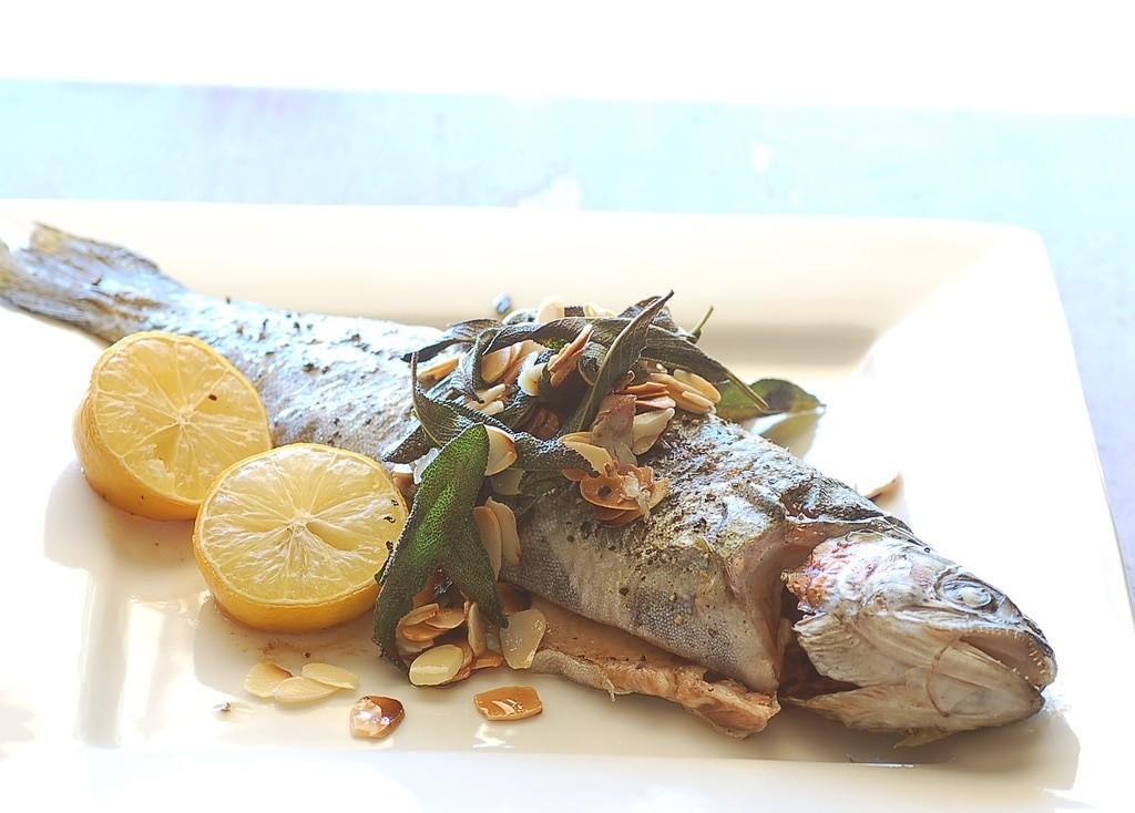 7 простых рецептов для приготовления рыбы - Форель в вине
